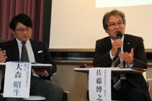 副学長(写真左)と佐藤前橋市教育長(写真右)