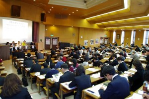 学生、一般来場者含め約120名が参加